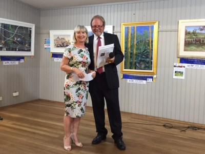 Sydney Diamond Specialist Awarding Local Artist